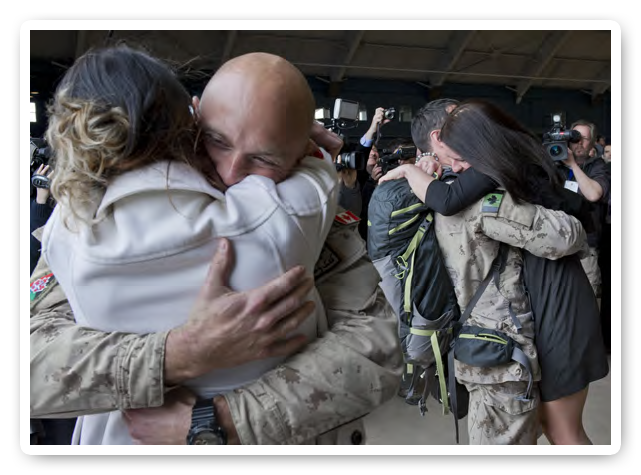 Soldier sees his family after returning from deployment