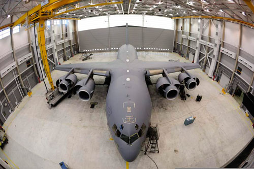 A CC-177 Globemaster sits at hangar 1 at Canadian Forces Base Trenton during a periodical maintenance check called Home Station Check (HSC). Photo: Sgt Gaétan Racine, Canadian Forces Combat Camera