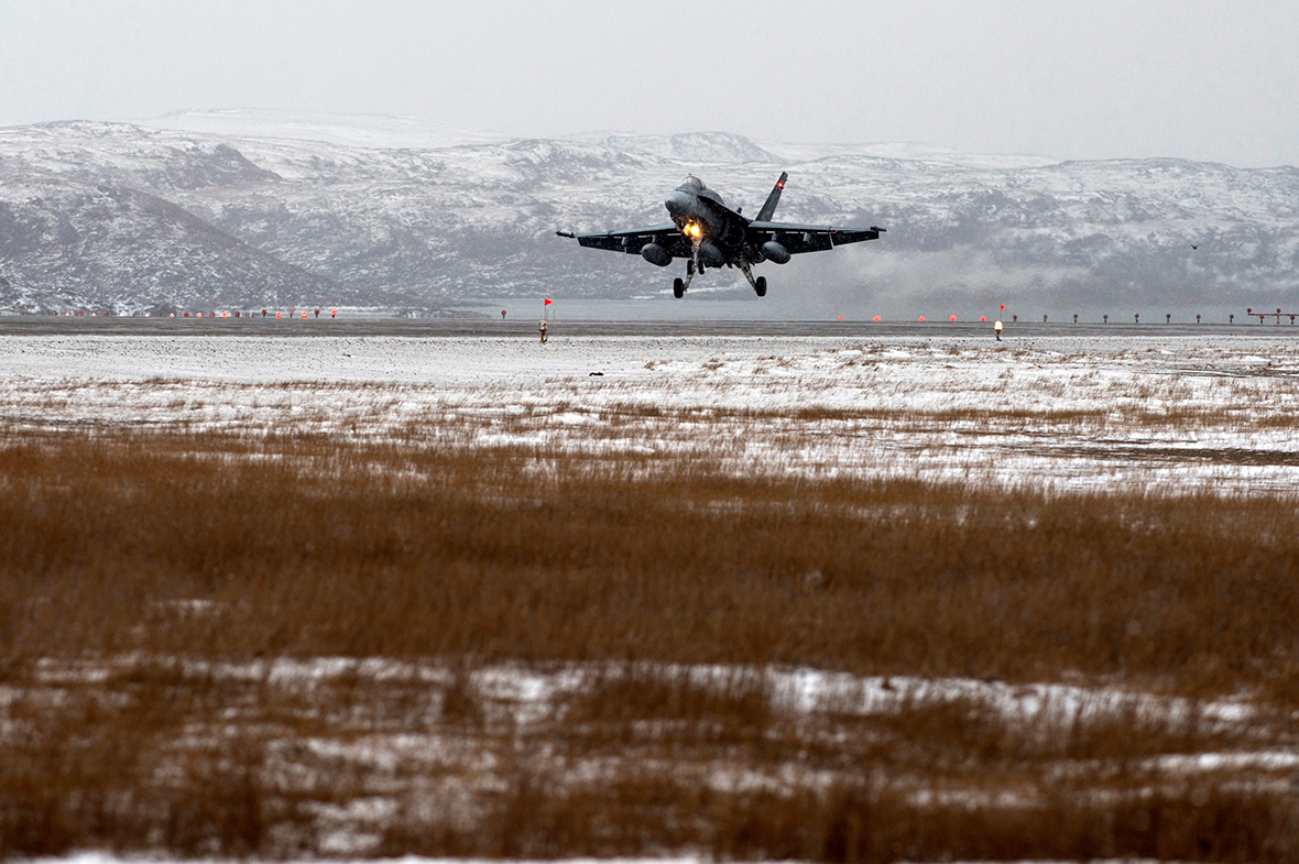 A CF-18 Hornet fighter jet lands on the runway of Iqaluit Airport during Exercise VIGILANT SHIELD 16 in Iqaluit, Nunavut on October 22, 2015. Photo: MCpl Pat Blanchard, Canadian Forces Combat Camera IS04-2015-0028-007