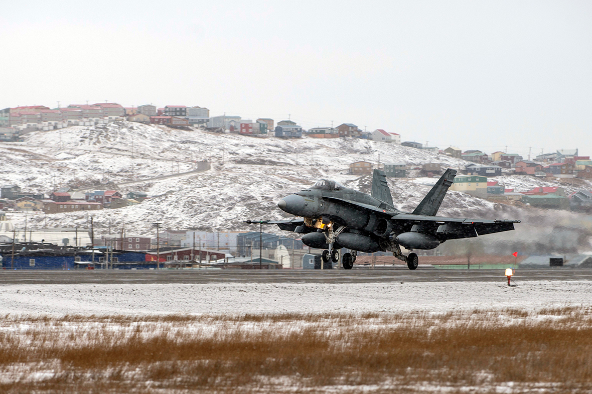 A CF-18 Hornet fighter jet lands on the runway of Iqaluit Airport during Exercise VIGILANT SHIELD 16 in Iqaluit, Nunavut on October 22, 2015. Photo: MCpl Pat Blanchard, Canadian Forces Combat Camera IS04-2015-0028-008