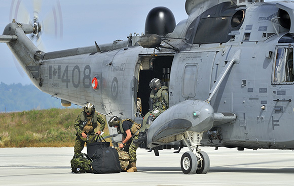 Members of a Canadian Armed Forces Explosive Ordnance Disposal team disembark a Sea King helicopter to investigate a simulated Improvised Explosive Device (IED) at Victoria International Airport on June 1, 2015 during Exercise ARDENT DEFENDER. Photo: LS Zachariah Stopa, MARPAC Imaging Services ET2015-0202-02