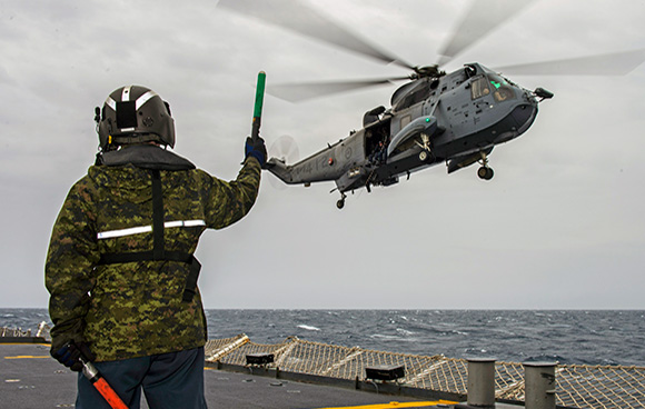 Her Majesty's Canadian Ship FREDERICTON's CH-124 Sea King helicopter conducts hoisting exercises with the ship's naval boarding party during Operation REASSURANCE on February 22, 2015. Photo: Maritime Task Force - OP Reassurance, DND