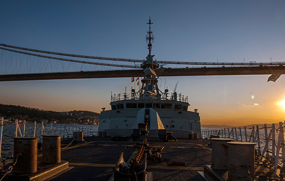 Her Majesty's Canadian Ship FREDERICTON transits through the straits to join other Standing NATO Maritime Group Two (SNMG2) ships in the Black Sea during Operation REASSURANCE on March 4, 2015. Photo: Maritime Task Force - OP Reassurance, DND