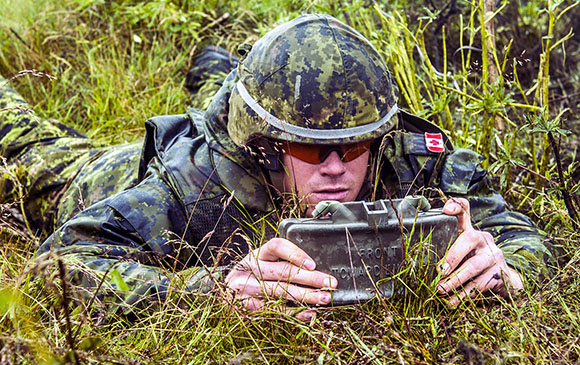 A Canadian soldier sets up a claymore explosive device at the firing range in Glebokie, Poland June 23, 2015 during Operation REASSURANCE. Photo: Corporal Precious Carandang, 8 Wing Trenton TN07-2015-0009-554