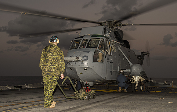 Her Majesty's Canadian Ship FREDERICTON's Air Detachment conduct torpedo loading training with the embarked CH-124 Sea King helicopter during Operation REASSURANCE on January 26, 2015. Photo: Maritime Task Force - OP Reassurance, DND