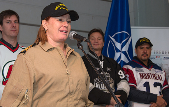 Canadian celebrity and Honorary Captain (Navy), Arlene Dickinson, thanks crewmembers of HMCS Fredericton for their continued service during the Team Canada 2015 Tour on January 23, 2015. Photo: Canadian Forces Combat Camera, DND