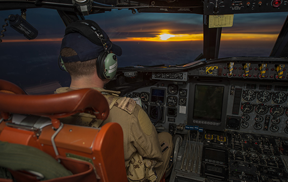 A CP-140 Aurora pilot flies towards the sunset during a reconnaissance mission during Operation IMPACT in Kuwait on February 8, 2015. Photo: Canadian Forces Combat Camera, DND