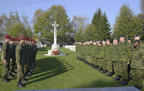 Members of Oscar Company Group from 3rd Battalion, The Royal Canadian Regiment take part in a wreath-laying ceremony at the Kraków Rakowicki Cemetery during Operation REASSURANCE on October 25, 2014. Photo: Land Task Force - OP Reassurance, DND