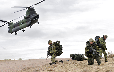 Soldiers who completed the Patrol Pathfinders course depart a Royal Canadian Air Force CH-147F Chinook helicopter from 450 Tactical Helicopter Squadron at Gate 6H in the Garrison Petawawa training area on November 10, 2014. Photo: Corporal Daniel Salisbury, Garrison Imaging Petawawa