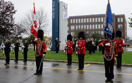 The 4th R22eR Regimental flag party at Laval City Hall during the Freedom of the City ceremony on October 4, 2014. Photo by Cpl Nedia Coutinho, St Jean / Montreal Imaging Section