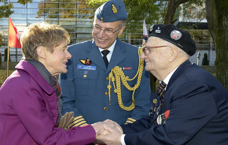 WWII Veteran Major Marian Stowinski from Poland meets Her Excellency Sharon Johnston, wife of His Excellency The Right Honourable David Johnston, Governor General of Canada at a ceremony at the Two Rocks Memorial during Operation REASSURANCE on October 24, 2014 to honour Canadian and Polish soldiers who fought side by side during World War II.Photo: Land Task Force - OP Reassurance, DND