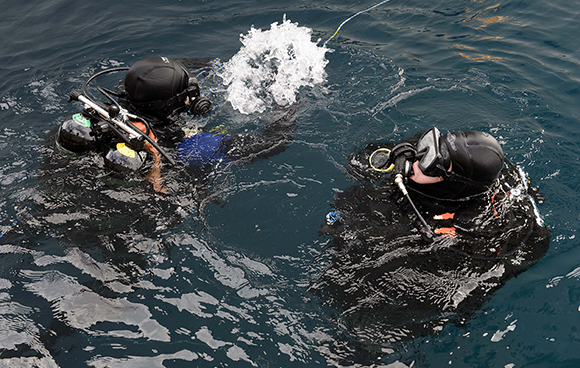 Divers from Her Majesty's Canadian Ship WINNIPEG prepare to conduct a dive to inspect the ship's hull in Souda Bay, Greece during Operation REASSURANCE on December 28, 2015. Photo: Cpl Stuart MacNeil, HMCS WINNIPEG ET2015-5177-008