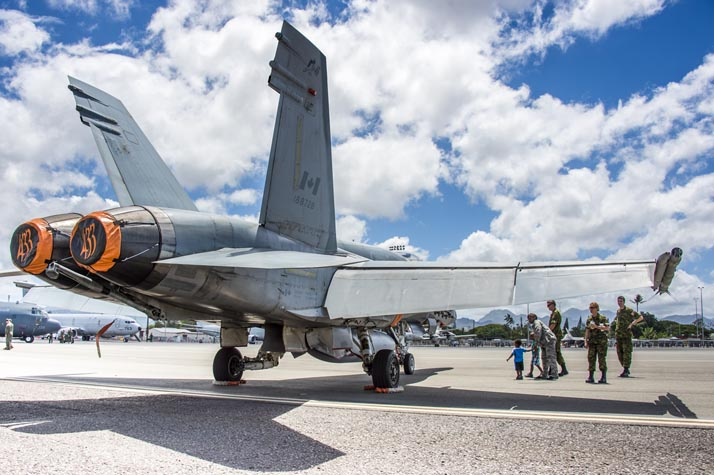 Maintainers from 433 Tactical Fighter Squadron show the CF-188 Hornet on static display to Captain Nicole White, Chief of 15th Wing Public Affairs Office, and her sons at Joint Base Pearl Harbor-Hickam, Hawaii during the open house for RIMPAC 16 on July 9, 2016. Photo:  MCpl Mathieu Gaudreault, Canadian Forces Combat Camera IS09-2016-0014-010 ©2016 DND-MND Canada