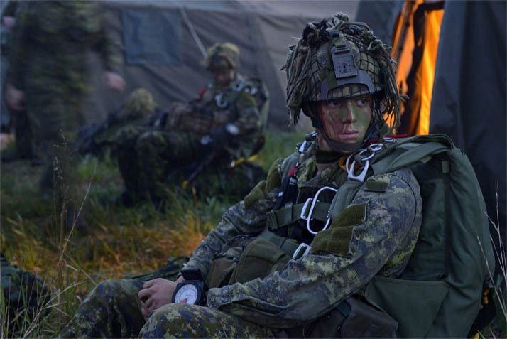 A member from 3rd Battalion, Princess Patricia's Canadian Light Infantry waits to board a CC-130J Hercules on Airfield 21 in the Wainwright Garrison training area during Exercise MAPLE RESOLVE on May 25, 2016. Photo: Garrison Imaging Petawawa PA01-2016-0139-038