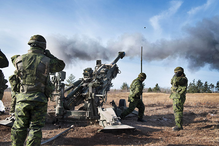 Candidates of Development Phase 1 (DP1) Field Artilleryman serial 0047 participate in a M777 Howitzer training exercise at 5th Canadian Divsion Support Base, Gagetown, New Brunswick, November 28, 2017. Photo: Cpl Genevieve Lapointe, Tactics School, Combat Training Centre (CTC) Gagetown GN04-2017-1442-018
