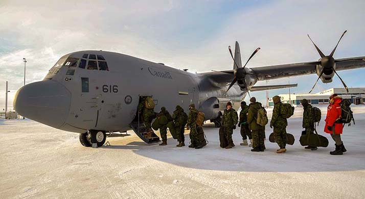 Deployed members on Operation NUNALIVUT board a CC-130J Hercules aircraft en route back to Winnipeg from Resolute airport, Nunavut on March 19, 2018. Photo: PO2 Belinda Groves, Task Force Imagery Technician. YK01-2018-0031-002