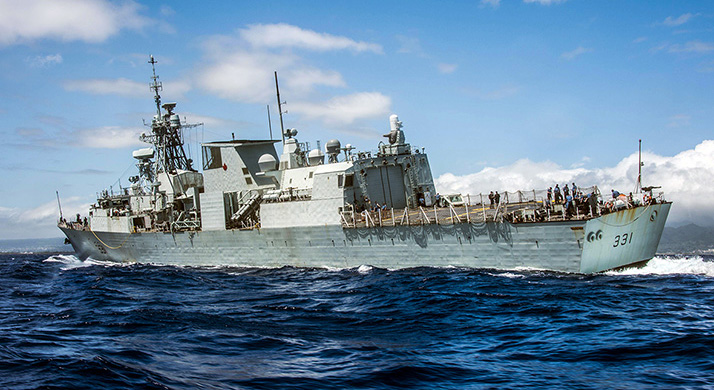 Her Majesty's Canadian Ship (HMCS) VANCOUVER turns as the ship heads towards Pearl Harbor upon its scheduled arrival during Operation PROJECTION Indo-Asia Pacific, Pearl Harbor, Hawaii on 10 April 2018. Photo: Master Corporal Brent Kenny, MARPAC Imaging Services.