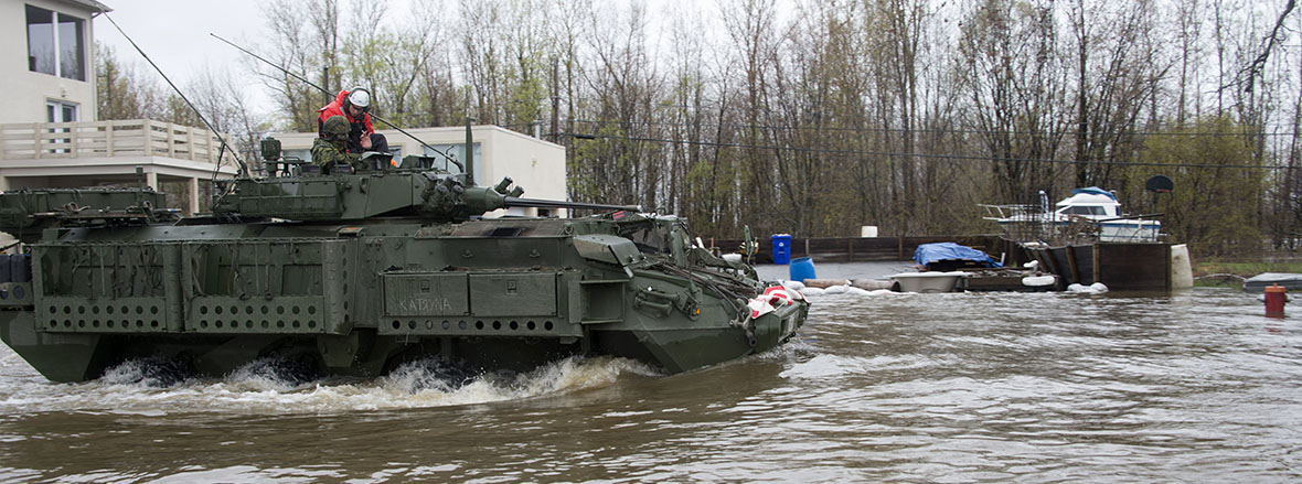 Slide - Canadian Armed Forces assisting civilian authorities with the management of flooded areas in Quebec