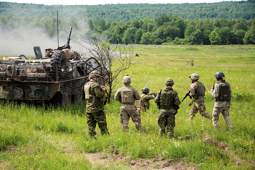 Members of Joint Task Force – Ukraine observe as Ukrainian Armed Forces personnel conduct live-fire training at the International Peacekeeping and Security Centre in Starychi, Ukraine, on June 16, 2017. (Photo : Joint Task Force - Ukraine)