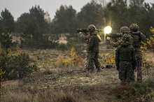 October 17, 2017. A member of Princess Patricia's Canadian Light Infantry, Bravo Company observes a member of British unit Delta Company, 5th Battalion, the Rifles (5 Rifles) fire a Canadian Carl Gustaf M4 for a training activity at the training area of Camp Adazi in Latvia on October 17, 2017. Photo: MCpl Gerald Cormier, eFP BG LATVIA PUBLIC AFFAIRS