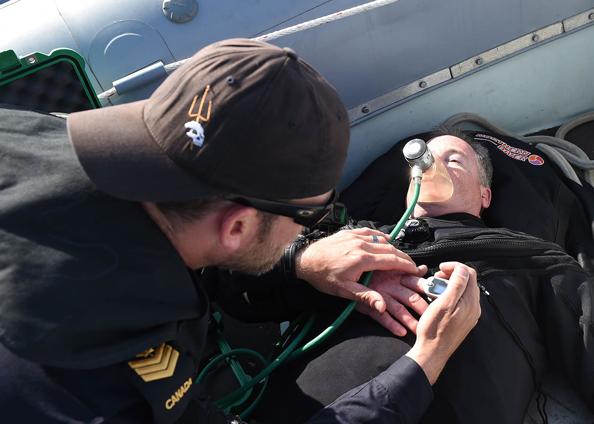 Two members of the Royal Canadian Navy simulate a medical evaluation during a medical evacuation drill on Operation OPENSPIRIT. Photo: U.S Naval Forces Europe-Africa
