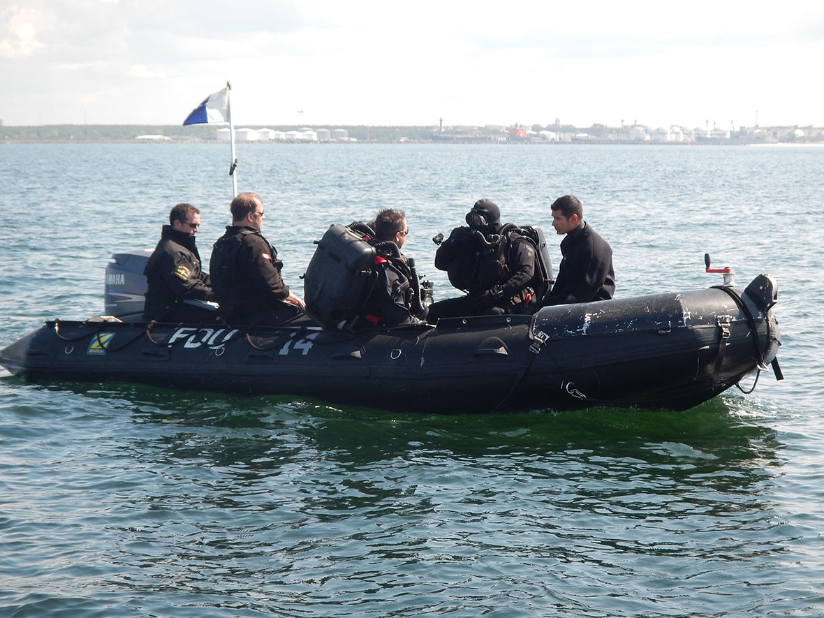 Clearance divers from the Fleet Diving Unit (Atlantic) and the Fleet Diving Unit (Pacific) get ready for the first dive in the Baltic Sea of Operation OPENSPIRIT. Photo: DND/MDN