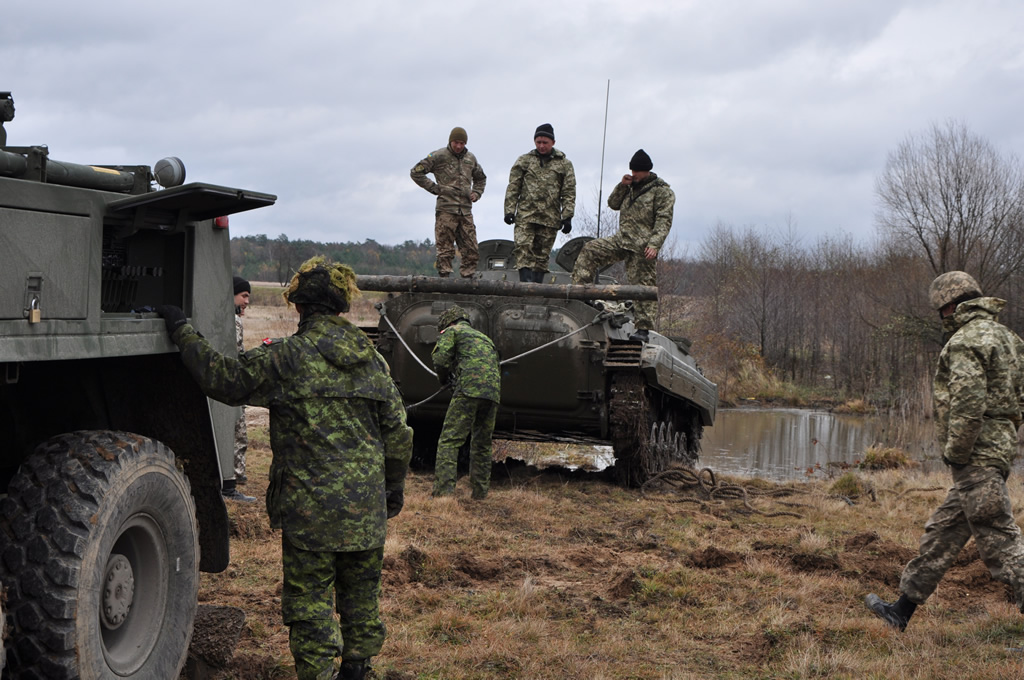 Canadian and Ukrainian soldiers
