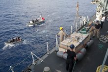 Indian Ocean, 24 May 2013 – HMCS TORONTO prepares to hoist a raft of seized narcotics primed for explosive destruction. (photo by: Cpl Malcolm Byers, HMCS TORONTO)