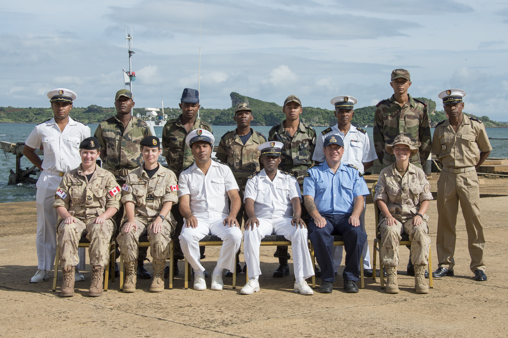 Antsiranana, Madagascar. February 6, 2017 – Canadian mentors and Malagasy students of the Maritime Operations Centre pose for a photo during Exercise CUTLASS EXPRESS 17 at the Antsiranana Naval Base. (Photo: Cpl Gabrielle DesRochers, Canadian Forces Combat Camera)