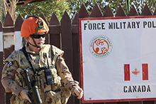 Sinai Peninsula, Egypt. September 2016 – Canadian Military Police, who are deployed to Operation CALUMET, participated in a camp-wide security exercise in the Sinai Peninsula. (Photo: CAF)