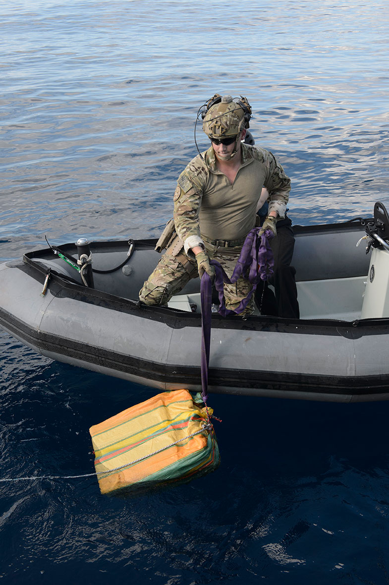 A member of the United States Coast Guard deployed with Her Majesty's Canadian Ship Edmonton recovers a bale of illicit drugs from the Eastern Pacific Ocean during Operation CARIBBE on November 18, 2016. (Photo: MARPAC Imaging Services)