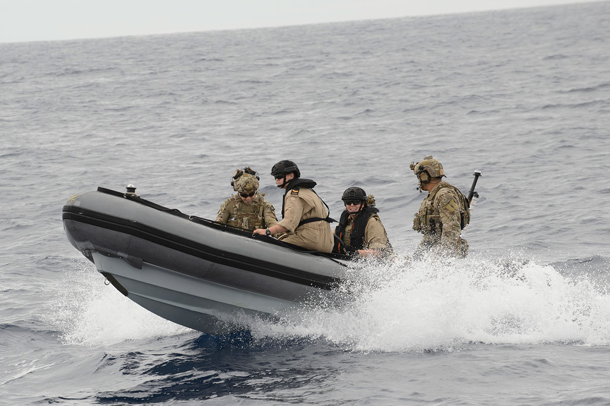 Boat coxswains onboard Her Majesty's Canadian Ship EDMONTON and members of a  United States Coast Guard law enforcement detachment conduct training with the rigid hulled inflatable boat during Operation CARRIBE Eastern Pacific Ocean on October 26, 2016. (Photo: MARPAC Imaging Services)