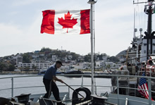 A crewmember of Her Majesty's Canadian Ship SASKATOON hauls in the lines as the ship comes alongside in Manzanillo, Mexico after the North American Maritime Security Initiative Pacific Exercise 2017, a two day interoperability exercise with the United States Coast Guard and the Secretaria de Marina Armada de Mexico, in Manzanillo, Mexico on March 4, 2017. (Photo: Royal Canadian Navy Public Affairs)
