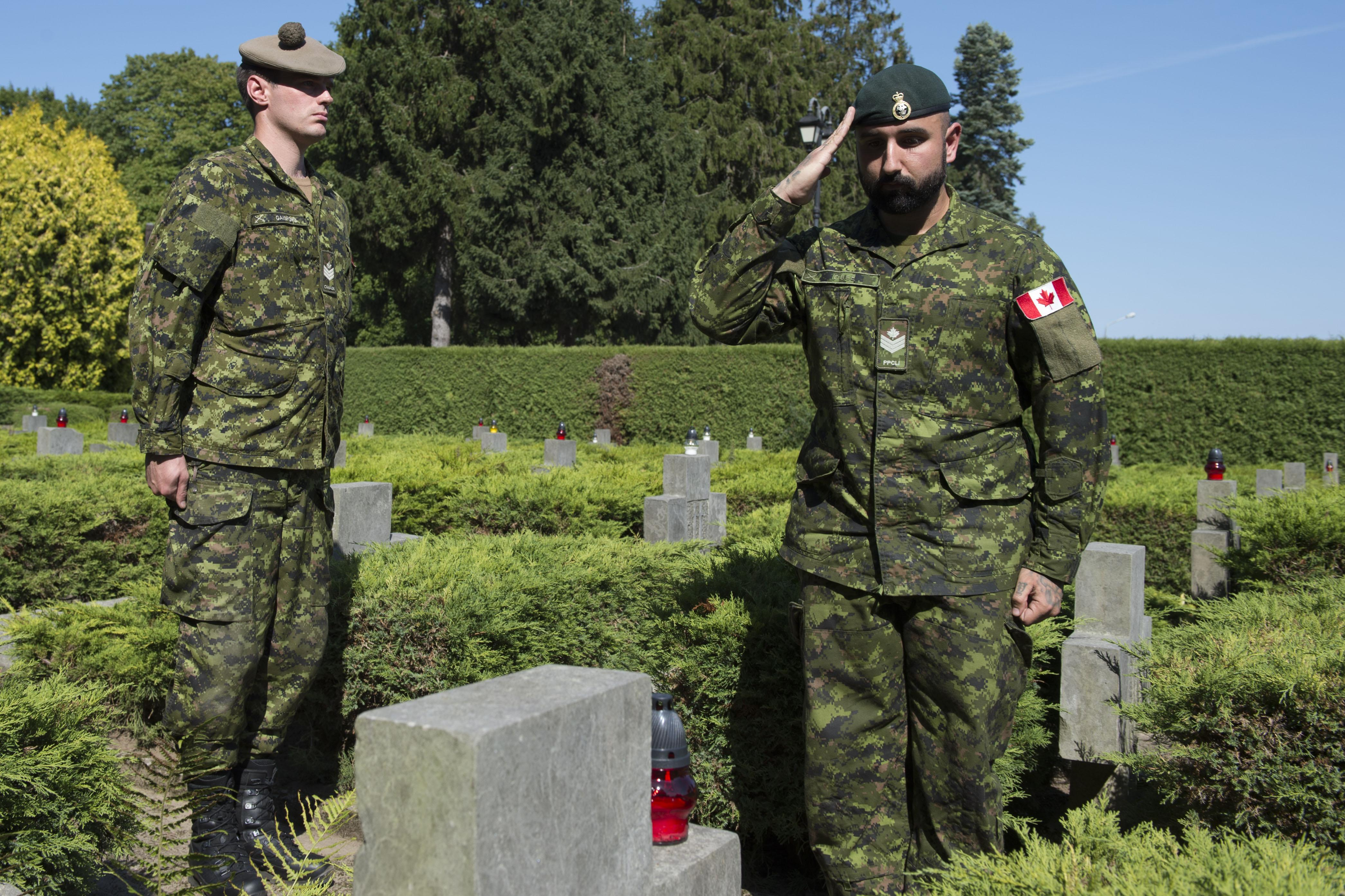 Sergeant (Sgt) Obee, from 1 Princess Patricia Canadian Light Infantry (1PPCLI), salutes the grave stone of a Polish soldier after the World War II Commemoration Ceremony at the war cemetery in Drawsko Pomorskie on September 1, 2016. (Photo: Cpl Jay Ekin, Operation REASSURANCE Land Task Force Imagery Technician)