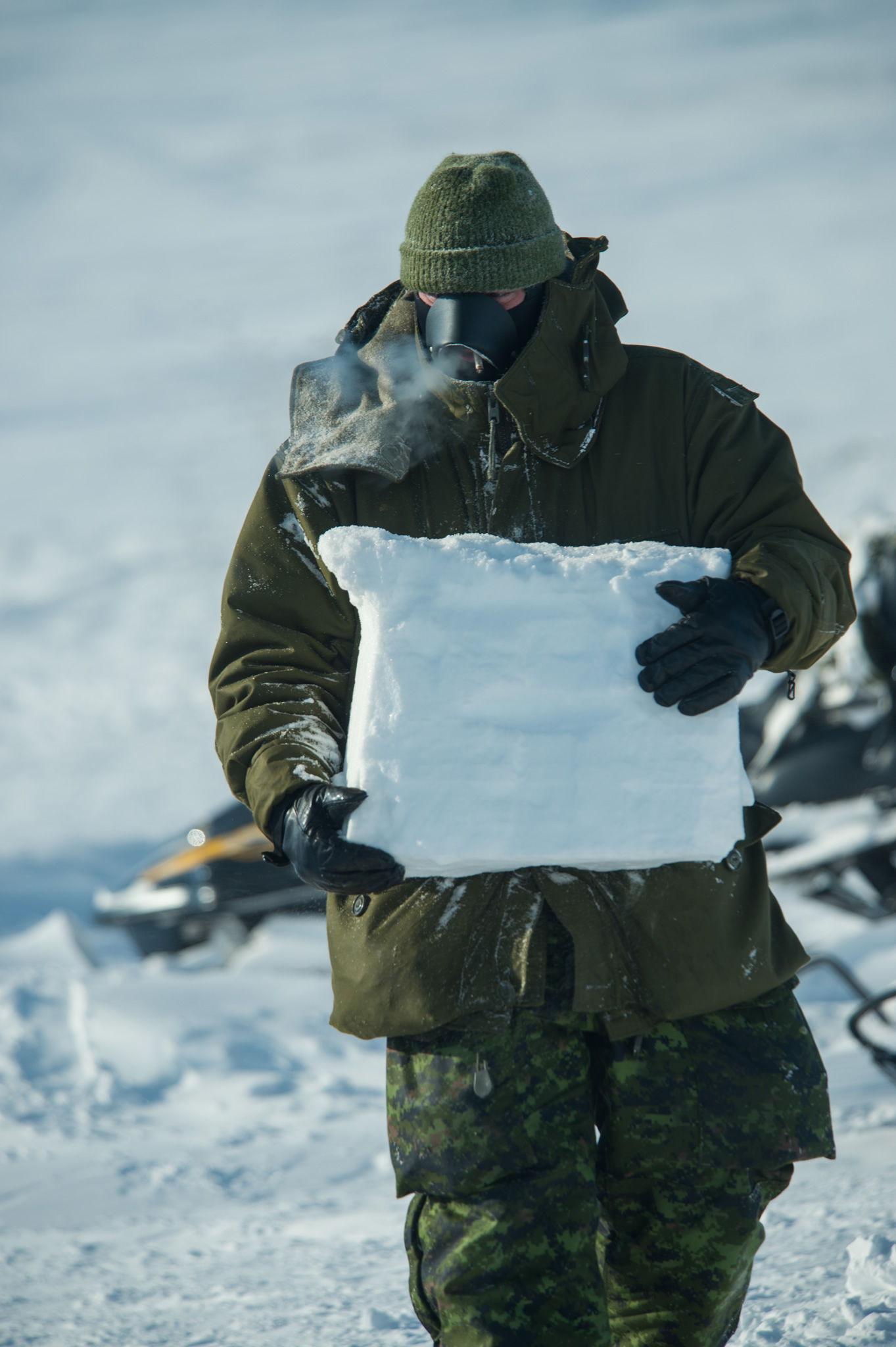 Task Force members continue to reinforce their shelters against the hostile environmental conditions at the Task Force base camp on Little Cornwallis Island, NU, during Operation NUNALIVUT, April 9, 2016.