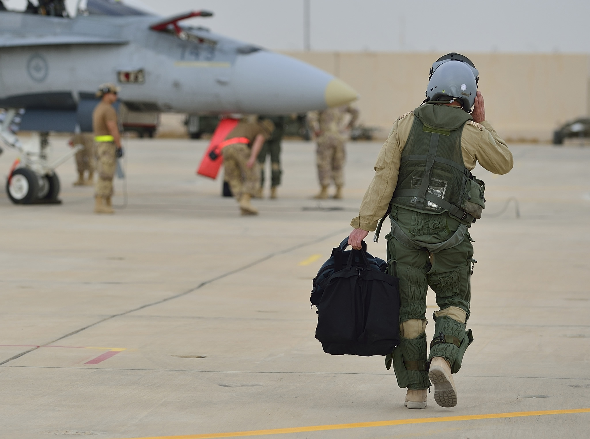 30 October 2014 Kuwait A Royal Canadian Air Force Cf 188 Fighter Pilot