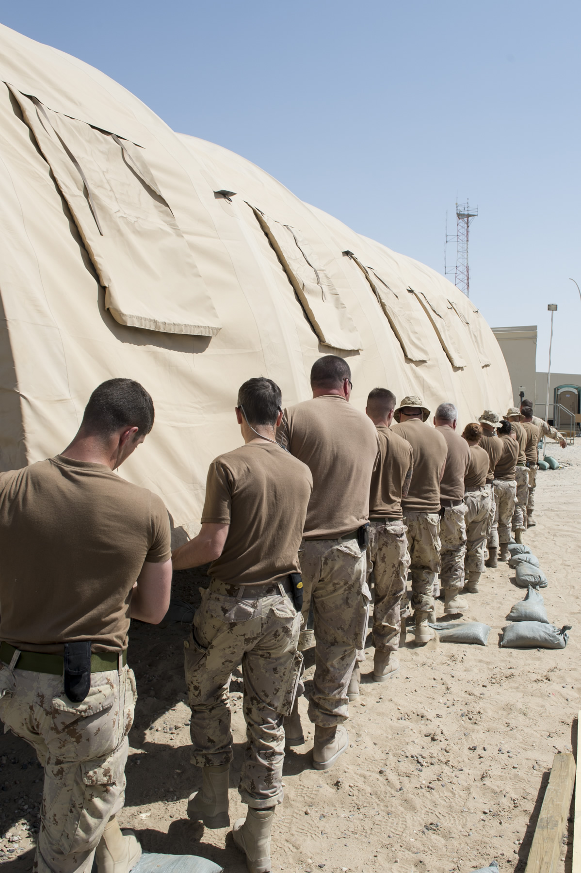 camp patrice vincent kuwait 28 june 2015 canadian armed forces members move a