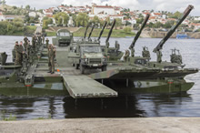 Portugal. 25 October 2015 – Canadian Armed Forces members from 5 Combat Engineer Regiment (5CER) use a floating bridge assembled by German engineers from 4 company, 901 battalion, to ferry vehicles into the Tejo River from Tancos to Arripiado, Portugal during JOINTEX 15 as part of NATO's Exercise Trident Juncture 15. (Photo: Master-Corporal Jonathan Barrette, Canadian Forces Combat Camera)