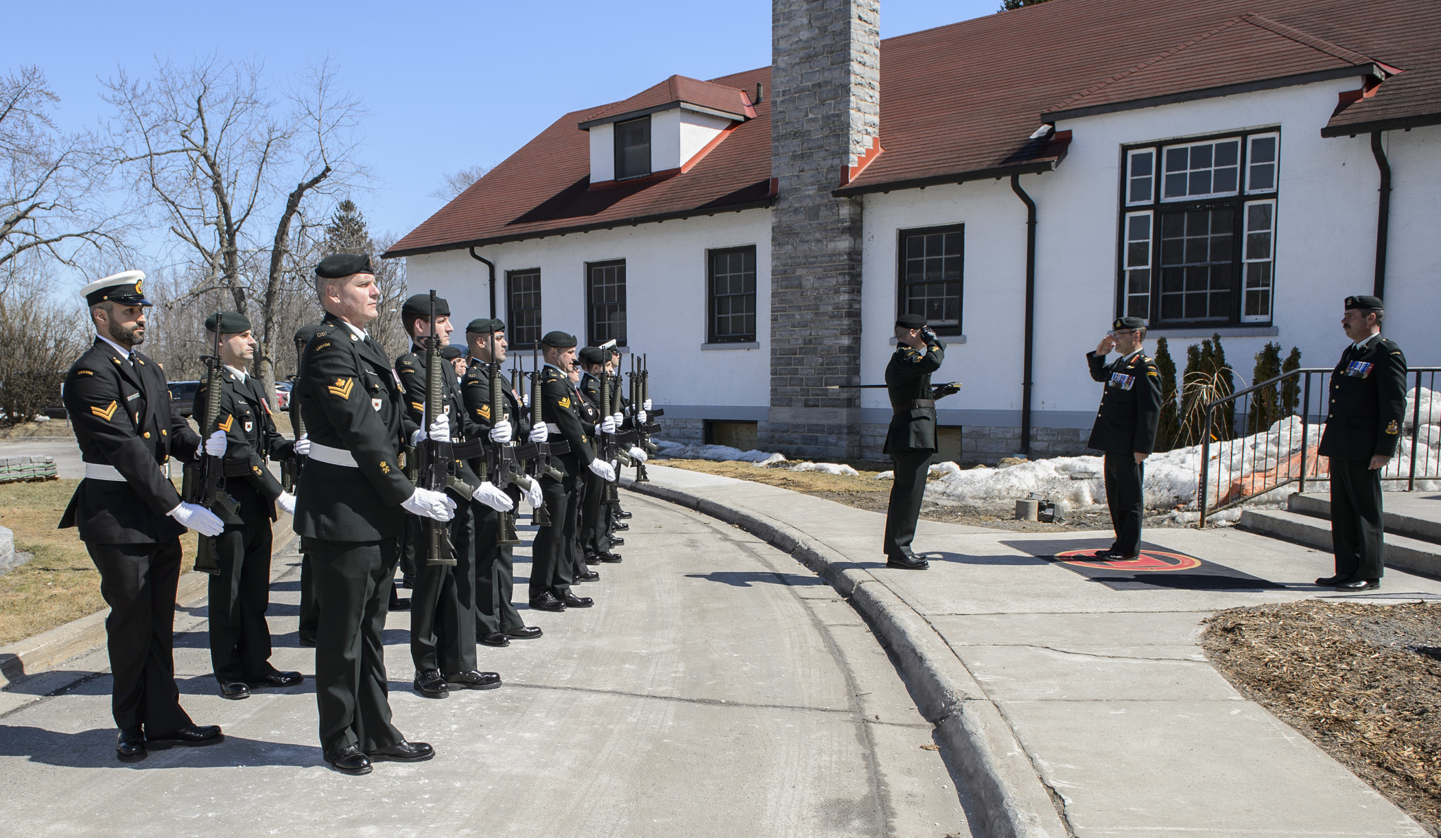 Vimy Officers' Mess, CFB Kingston. 2 April 2015 – Lieutenant-General Marquis Hainse, Commander of the Canadian Army receives a general salute from the Honour Guard. 1st Canadian Division Headquarters Transfer of Authority Ceremony.1st Canadian Division transfers from Canadian Army Command to Canadian Joint Operations Command. (Photo by: Canadian Armed Forces)