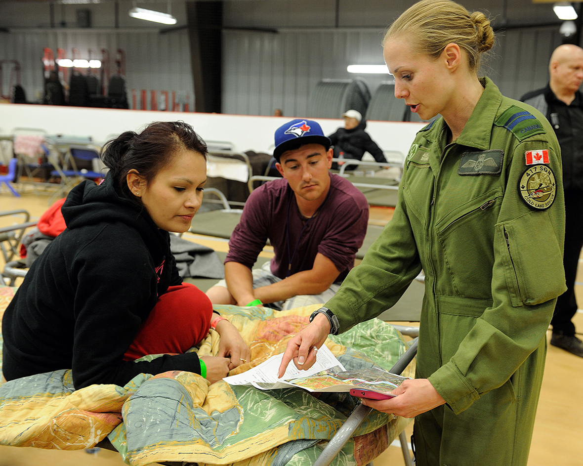Captain Alexia Shore from 417 Combat Support Squadron, speaks to displaced residents from the Fort McMurray area at the Anzac Recreation Centre in Alberta on May 4, 2016. The Canadian Armed Forces have deployed air assets to the area to support the Province of Alberta's emergency response efforts. Photo: MCpl VanPutten, 3 CSDB Imaging.
