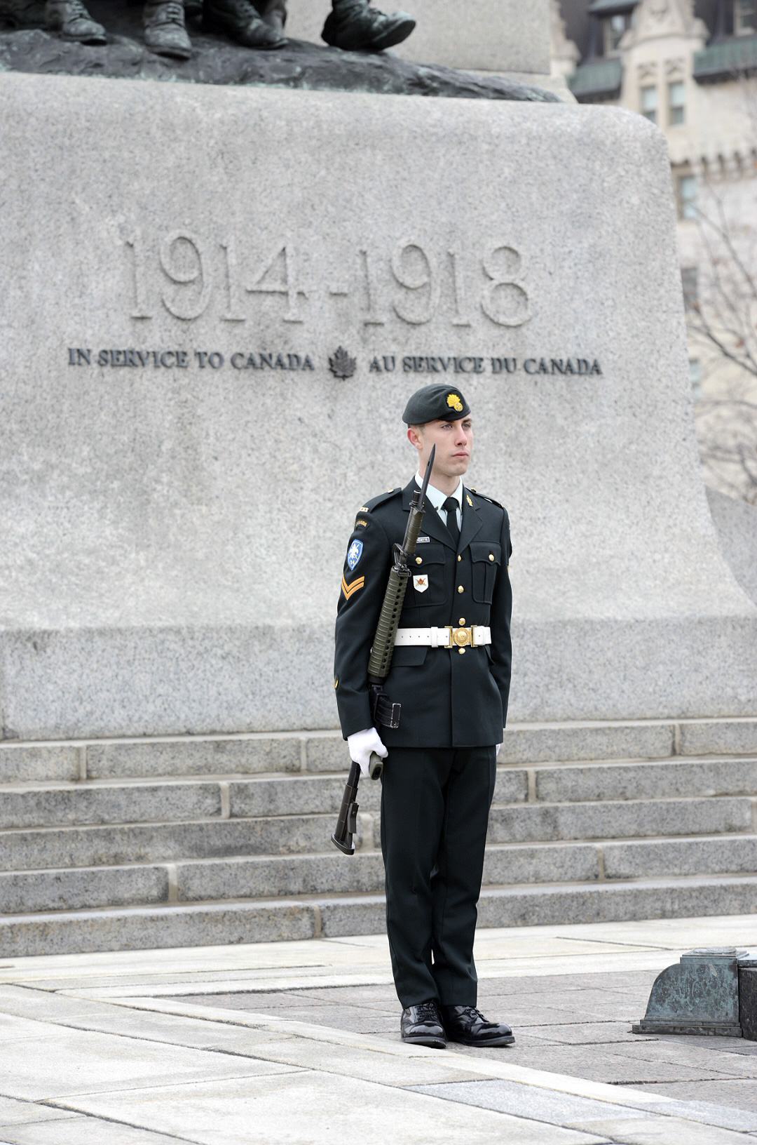 Ottawa, Ontario. 9 April 2015 – Corporal Gaël Danguy-Pichette from Les Fusiliers Mont-Royal takes his position at the Tomb of the Unknown Soldier at the launch of the National Sentry Program for 2015. Les Fusiliers Mont-Royal are a regiment based from Québec that holds the Vimy Battle Honour. (Photo: Sgt Dan Shouinard, Directorate of Army Public Affairs)