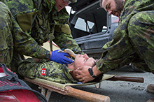 August 29, 2016. Corporal Carl Robinson-Ouellet (left) and Master Corporal Michel Lozeau (right) from 12e Régiment blindé du Canada (12 RBC) Canadian Forces Base Valcartier perform first-aid training on a simulated casualty in Haines Junction, Yukon during Operation NANOOK on August 29, 2016. (Photo: Cpl Chase Miller, CFSU(O) - Imaging Services)