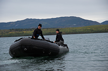 August 31, 2016. Divers from Fleet Diving Unit Pacific head to shore to pick up divers in preparation for their departure to a dive site at Laberge Lake, Yukon, during Operation NANOOK on August 31, 2016. (Photo: Julie Vertefeuille, Canadian Forces Combat Camera)