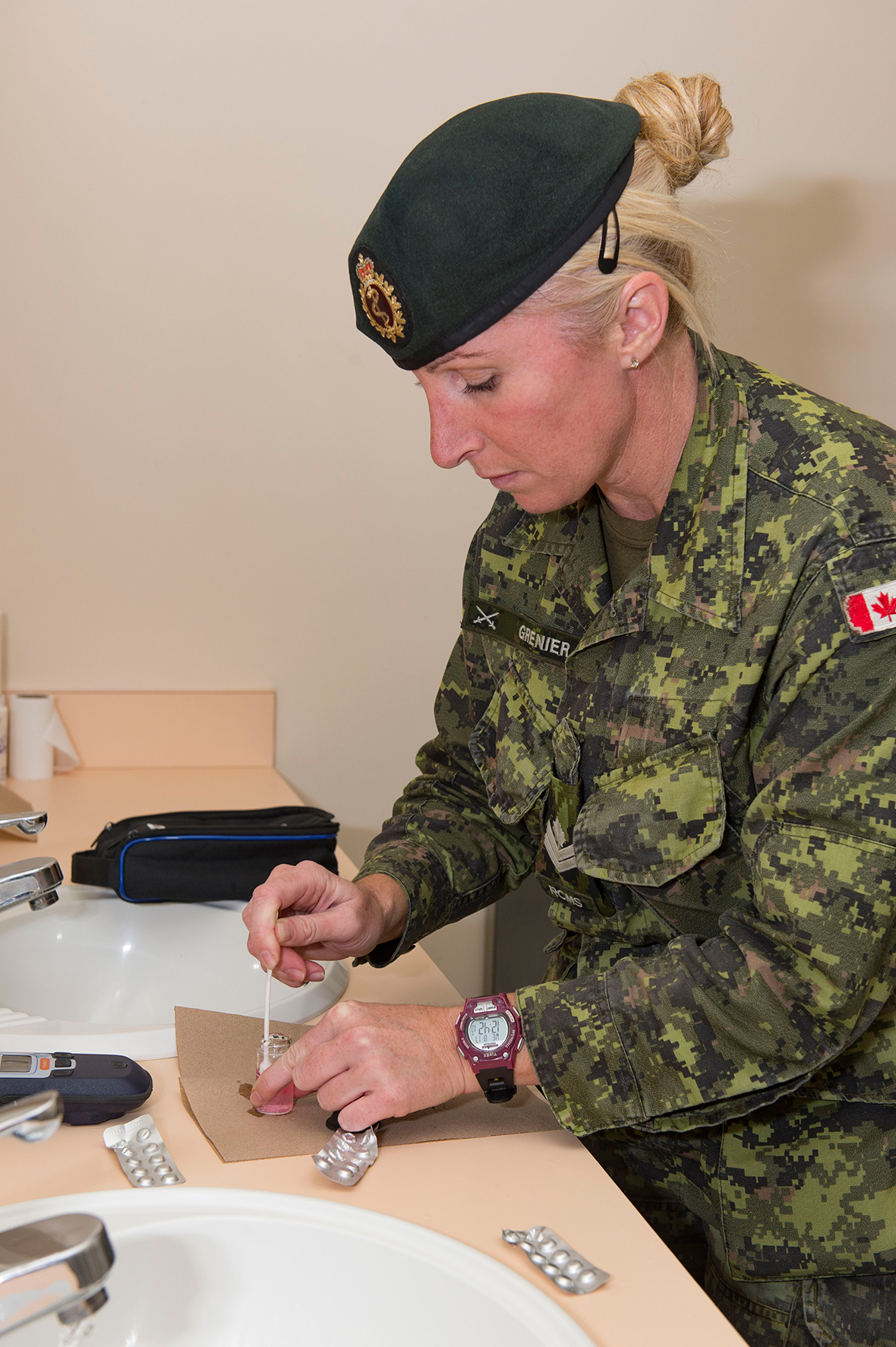 Master Corporal Dominique Grenier, Preventative Medicine technician tests water for pH, chlorine and coliform levels during Operation NANOOK in the Yukon Territory on August 17, 2016. (Photo: Corporal Chase Miller, Canadian Forces Support Unit (Ottawa) - Imaging Services