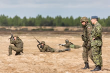 Near Zagan, Poland. 8 May 2014 – Canadian Defence Attaché to Poland, Colonel Daniel Geleyn and Second Lieutenant Piotr Dziulka from the Polish 6th Airborne Brigade watch the firing range during Exercise ORZEL ALERT. (Photo: Jacek Szymanski, CF Combat Camera)