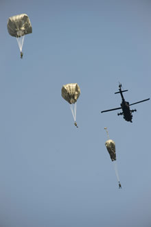 Eastern Europe. 13 September 2014 - Soldiers of the Land Task Force of Operation REASSURANCE jump from an UH-60 Black Hawk helicopter using American T-11 parachutes. (Photo: Lt J-F Carpentier, 2 CMBG PAO)