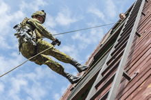 Drawkso Pomorskie, Poland. 4 September 2015 – A soldier rappels off the rappel tower during a rappelling exercise held at the State Fire Brigade District Headquarters, Drawsko Pomorskie, Poland during Operation REASSURANCE. (Photo: Corporal Nathan Moulton, Land Task Force Imagery, OP REASSURANCE)