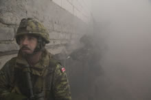 Poland. 11 March 2016. Captain Mike Cefaloni, Platoon Commander of 1st Battalion, Royal 22e Régiment coordinates entering a building with Polish soldiers (background) during a joint urban training activity at the Drawsko Pomorksie training area in Poland during Operation REASSURANCE on March 11, 2016. (Photo : Caporal Guillaume Gagnon)
