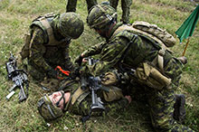 August 3 2016. (From left to right) Corporal Miguel Jacques, a reservist of the Régiment de la Chaudière, Private Jessica Desroches-Blouin and Master Corporal Pierre-Olivier Parent, both members of 1st Battalion, Royal 22e Régiment, practice their first aid techniques during Exercise SABER GUARDIAN, as part of Operation REASSURANCE, in Cincu, Romania on August 3, 2016. (Photo: Corporal Guillaume Gagnon, Liaison Officer Driver, Operation REASSURANCE Land Task Force)