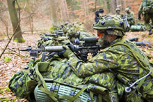 Germany. 16 January 2015 - Members of the Reconnaissance Platoon from 3rd Battalion, The Royal Canadian Regiment (3 RCR) secure the area while conducting an air mobile reconnaissance screen for Exercise ALLIED SPIRIT I as part of Operation REASSURANCE. (Photo: Land Task Force - OP Reassurance, DND)